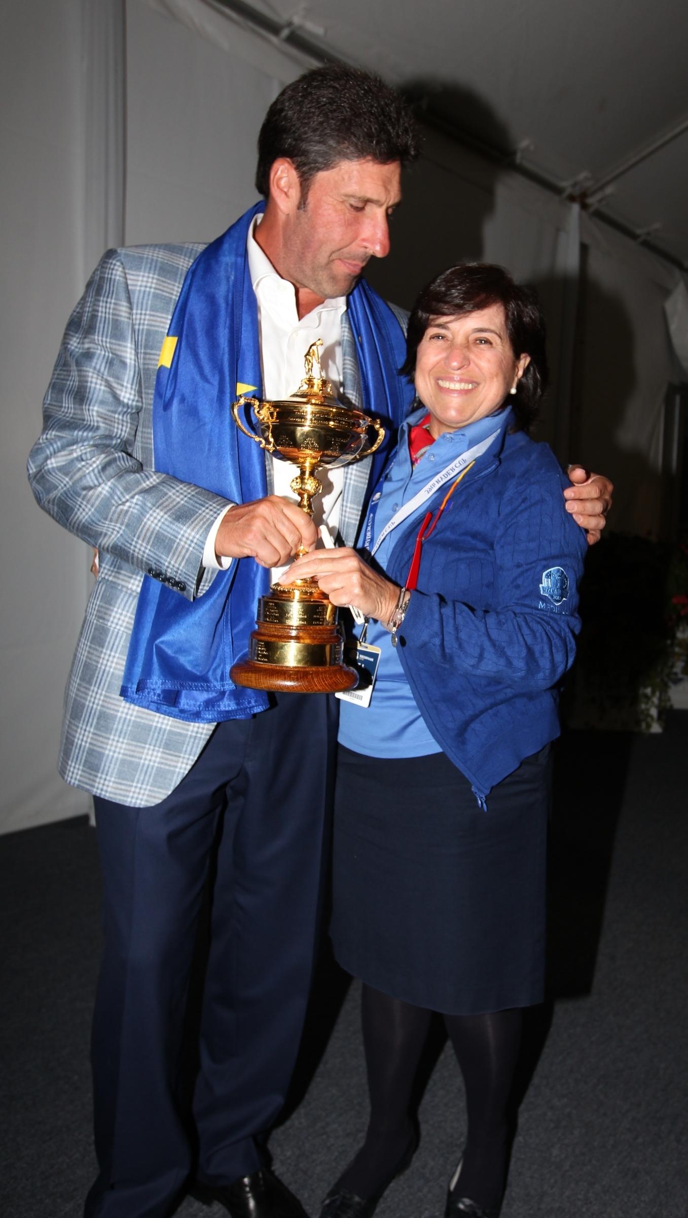 Mariaca, junto a José María Olazábal tras conquistar la Ryder Cup de Medinah. © Claudio Scacini