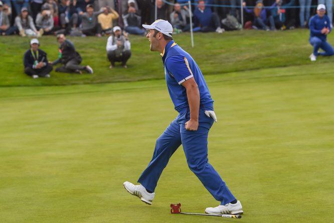 Jon Rahm celebra su victoria en la jornada final de la Ryder Cup. © Golffile | Ken Murray