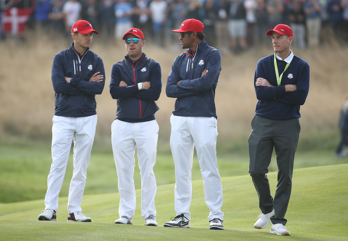Jim Furyk con parte del equipo estadounidense el domingo en el Golf National. © Golffile | David Lloyd