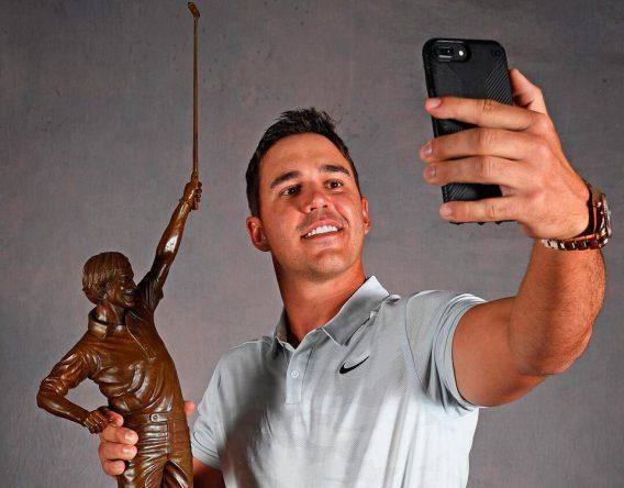 Koepka, con el premio © PGA Tour