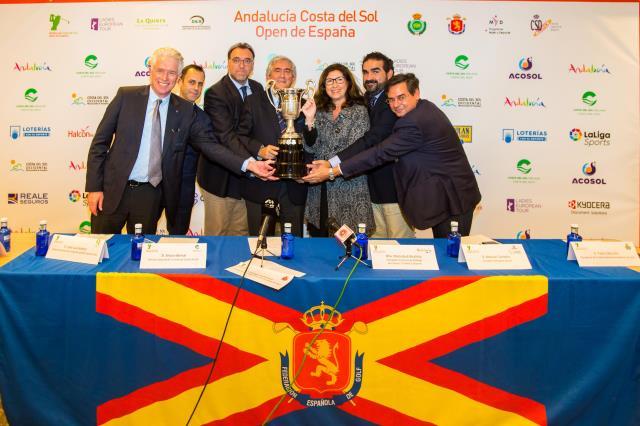 Arturo Bernal, tercero por la izquierda, ha sido uno de los principales impulsores del golf femenino en España mediante la Costa del Sol. © RFEG