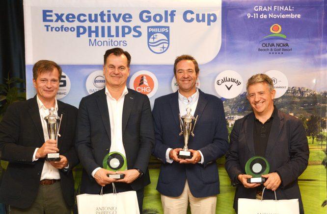 La foto con los ganadores del Executive Golf Cup – Trofeo Philips Monitores en Oliva Nova.