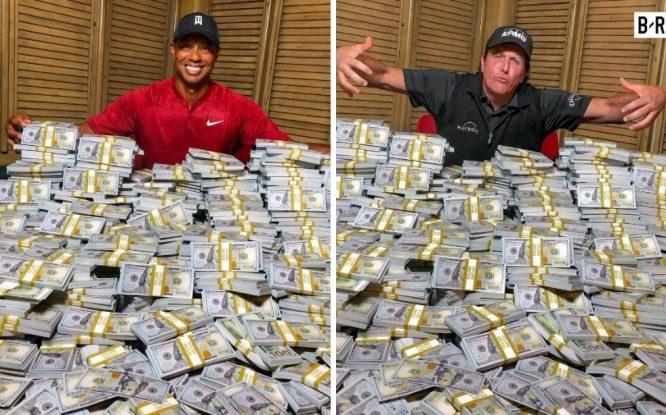 Tiger Woods y Phil Mickelson, en una de las imágenes que han recorrido las redes sociales 'calentando' el duelo.