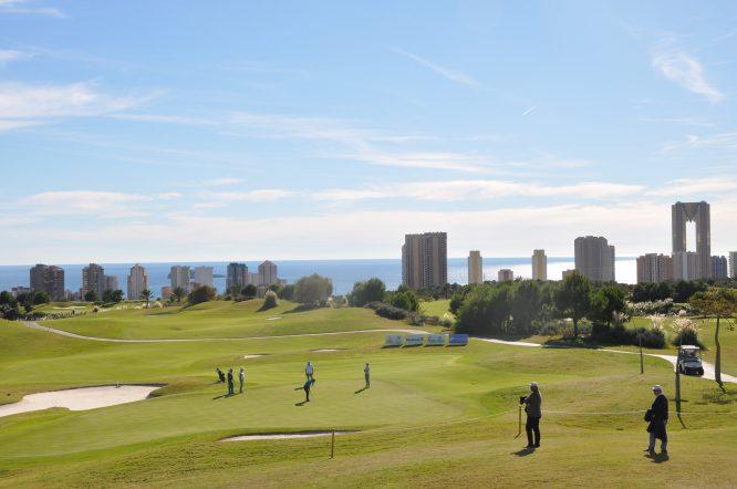 Imagen del primer día del proam y el espectacular estado de Meliá Villaitana Golf Club.
