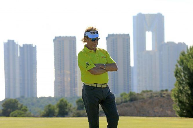 Miguel Ángel Jiménez, durante la acción de la primera jornada en Meliá Villaitana Golf Club. Foto Getty Images