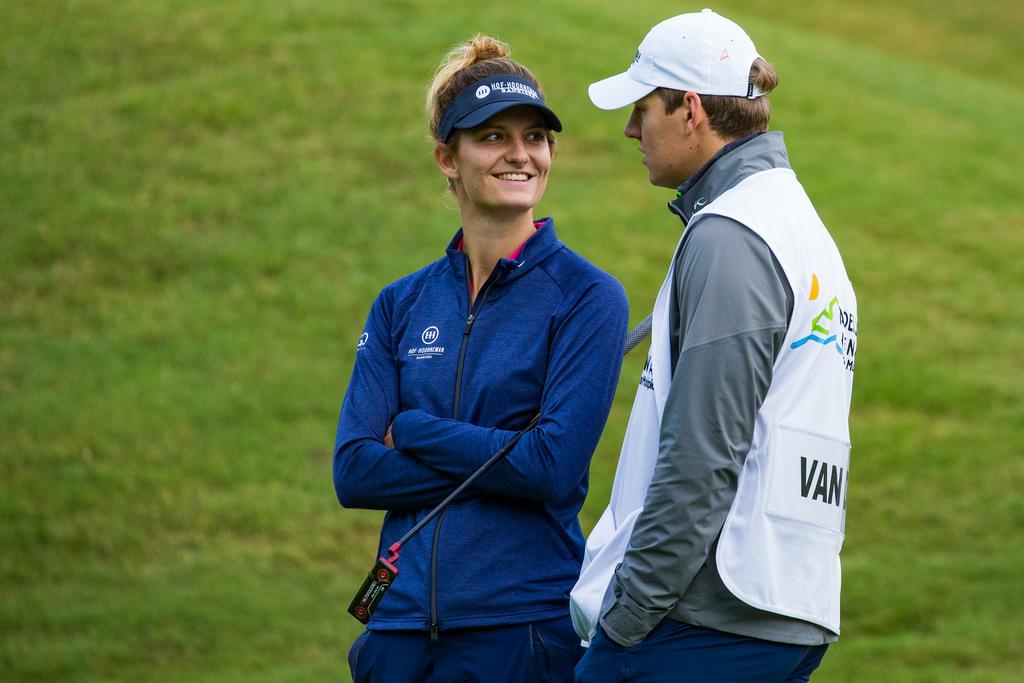 Anne Van Dam sonríe a su novio y caddie esta semana en el Open de España. © Tristan Jones