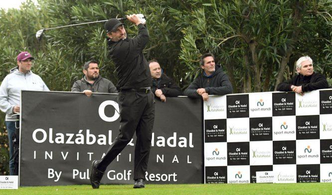 José María Olazábal pega un golpe de salida en el Olazábal&Nadal Invitational 2018. © Luis Corralo
