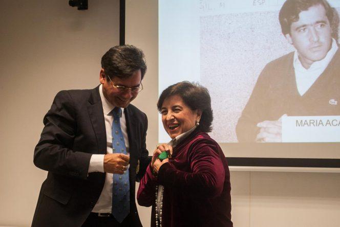 María Acacia López-Bachiller recibiendo la Medalla al Mérito en Golf de la Real Federación Andaluza de Golf.