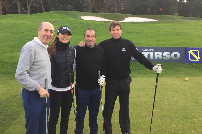 Harang Lee, junto a ex jugadores del Athletic de Bilbao.
