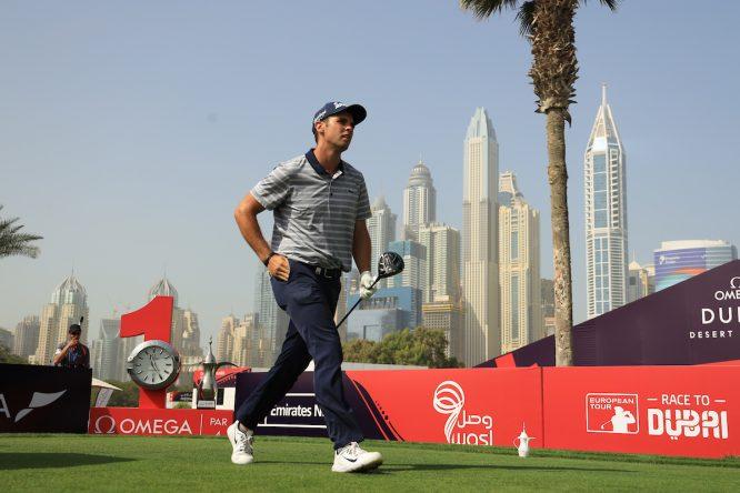 Adri Arnaus, esta semana en el Emirates Golf Club de Dubai, en el tee del 1. © Golffile | Phil Inglis