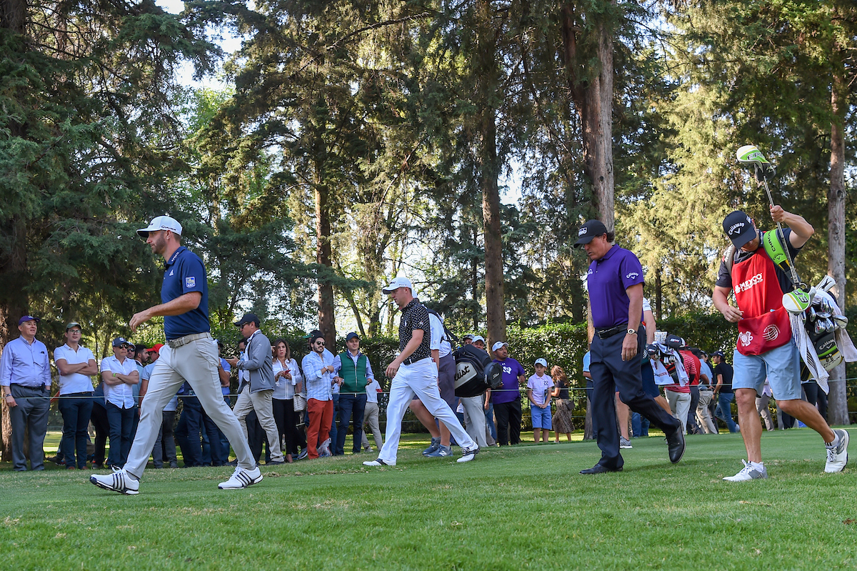 Dustin Johnson, Justin Thomas y Phil Mickelson durant ela primera ronda en Club de Golf Chapultepec.  © Golffile | Ken Murray