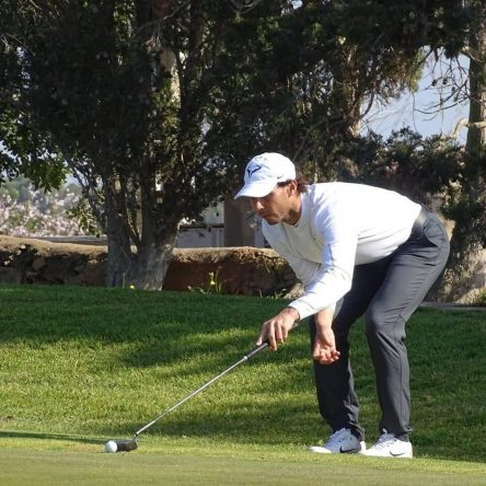 Rafa Nadal prepara un putt durante el Campeonato de Baleares. © Federación Balear de Golf
