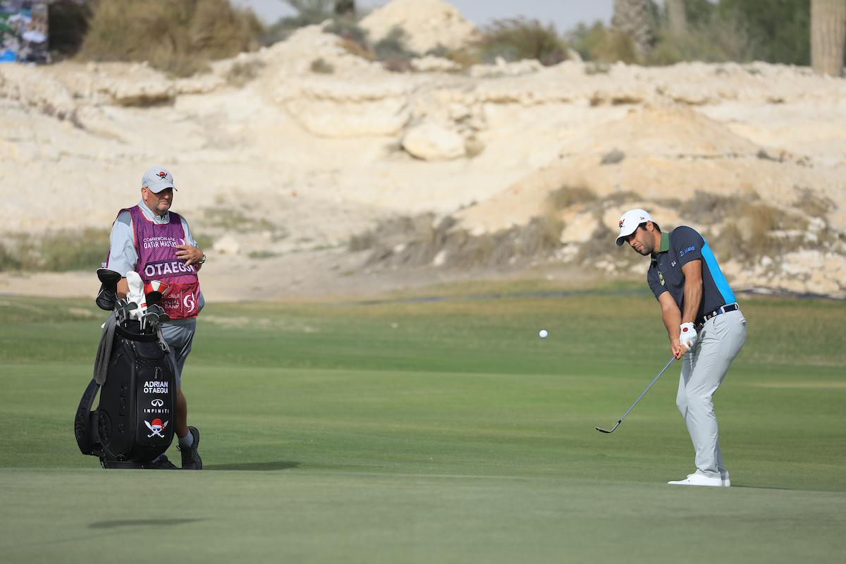Adrián Otaegui durante la primera jornada en Qatar. (© Golffile | Phil Inglis