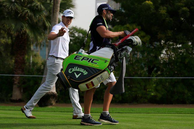 Nacho Elvira y su caddie Diego Suazo. © Golffile | Thos Caffrey