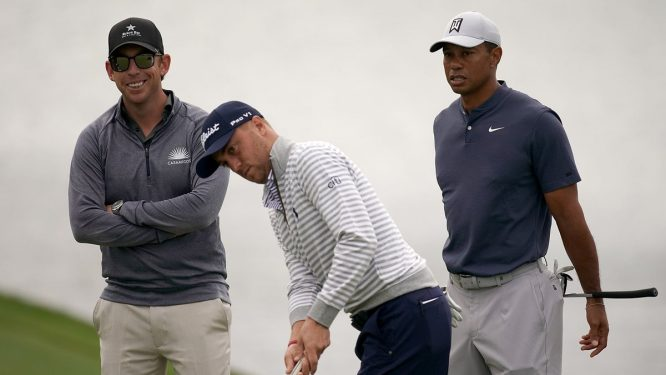 Tiger Woods, Justin Thomas y Matt Killen.