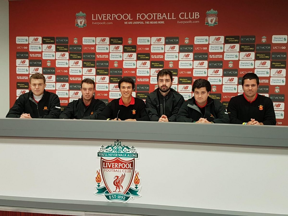 Visita del equipo español a Anfield © Ernesto Fernández