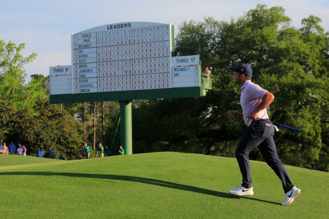 Francesco Molinari accede al green del hoyo 18 durante la tercera ronda. © Golffile | Fran Caffrey