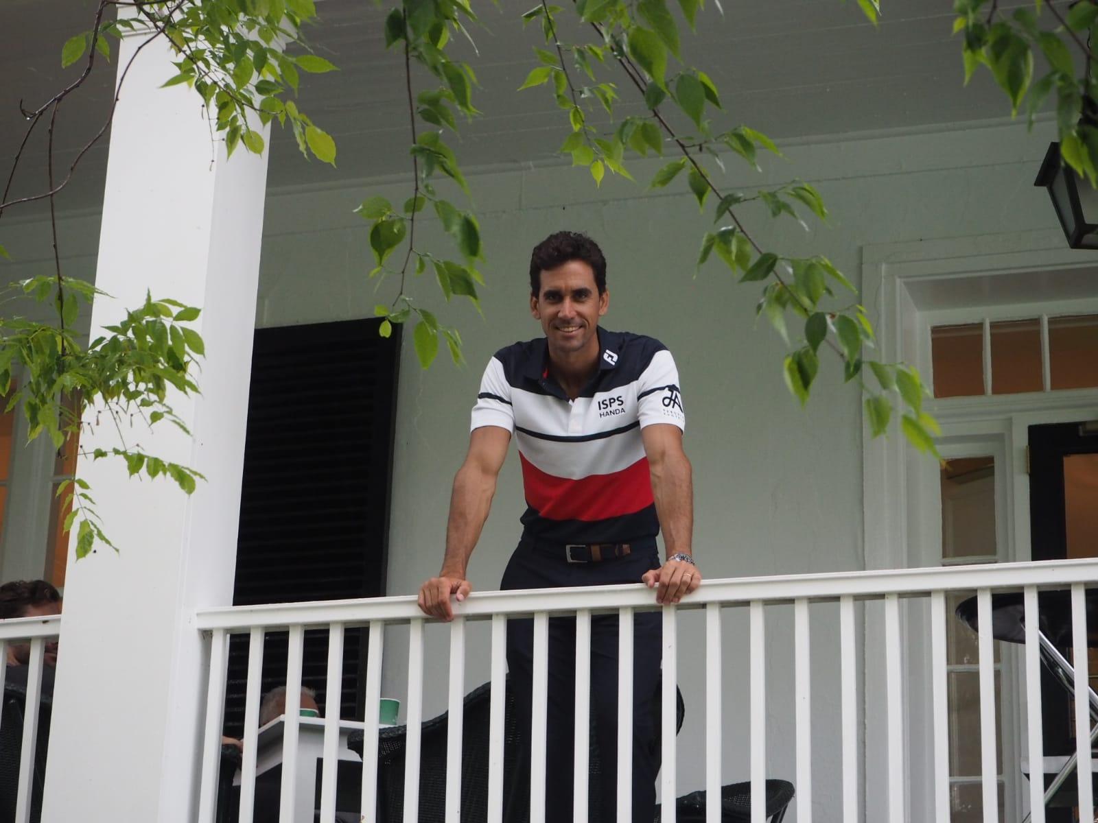 Rafa, en la terraza de la casa club de Augusta. © Rafael Cabrera