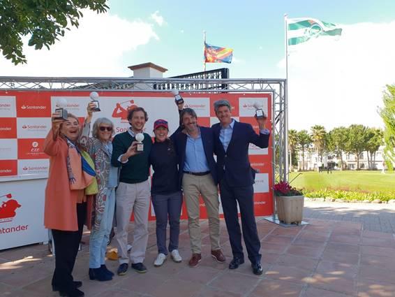 Los ganadores del Pro Am de Málaga, de izquierda a derecha: Pilar van Dulken, Teresa Torrejón, Ernesto Mira, Nuria Iturrios, profesional del equipo, Pelayo Castillo, director comercial de banca privada en Andalucía y Eduardo de Wint.