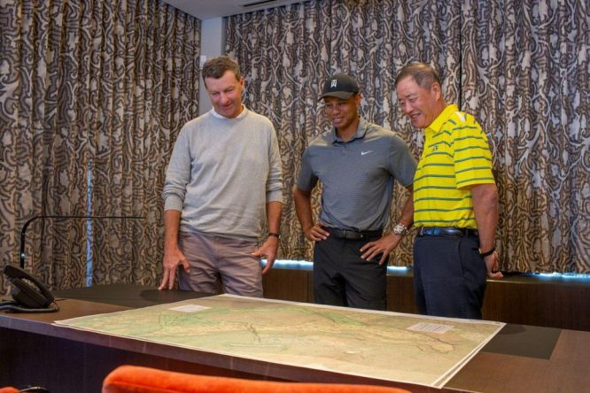 Gil Hanse, a la izquierda, con Tiger Woods © PLI