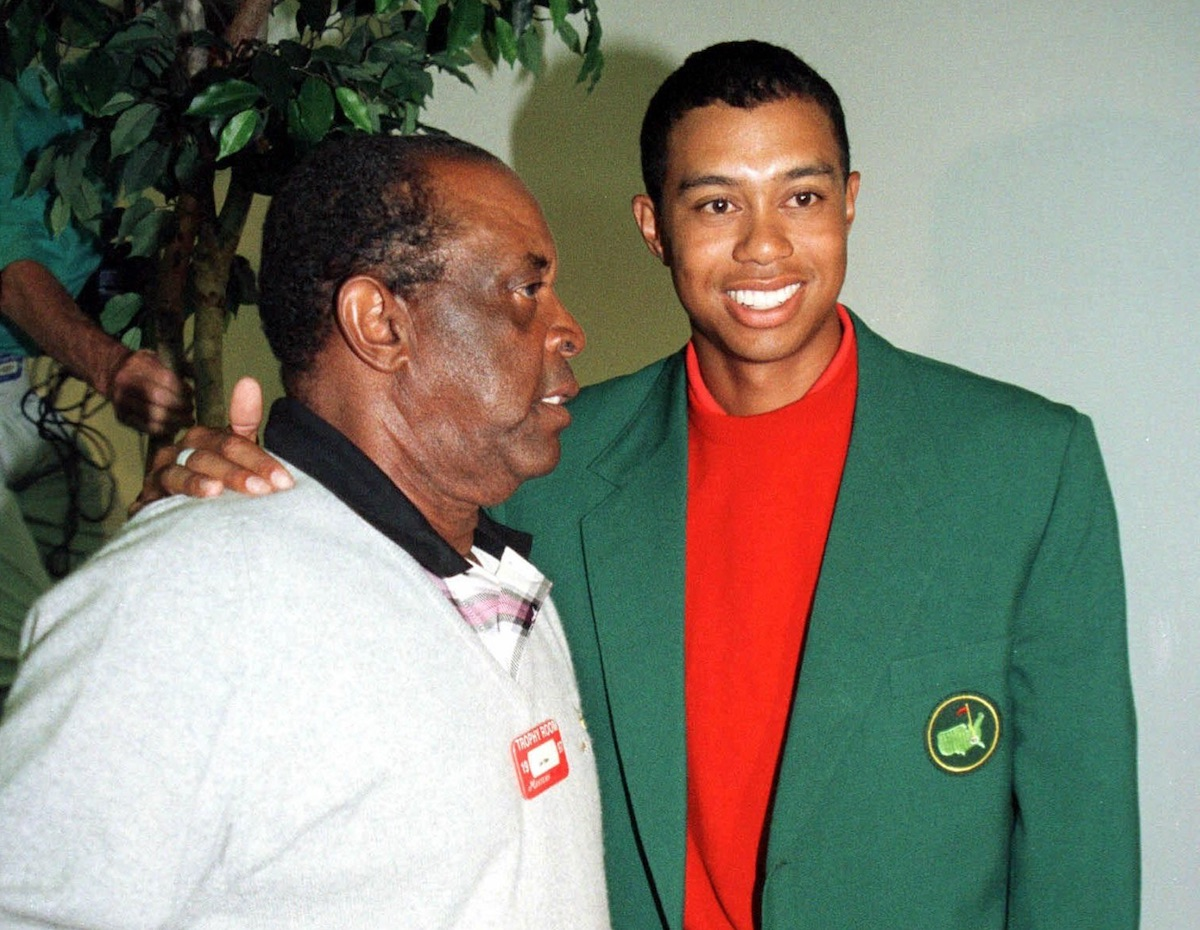 Elder y Tiger Woods.