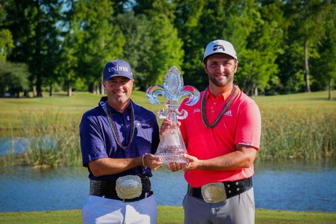 Ryan Palmer y Jon Rahm, con el trofeo © PGA Tour