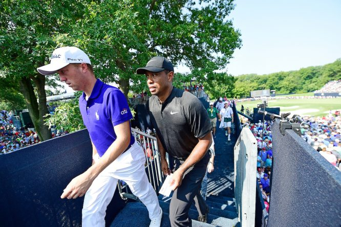 Justin Thomas, junto a Tiger Woods © Golffile | Tom Russo