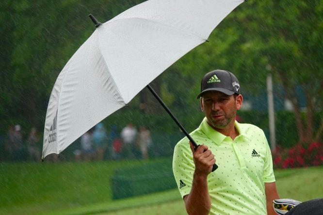Sergio García, en los últimos hoyos bajo una intensa lluvia en Charlotte. © PGA Tour