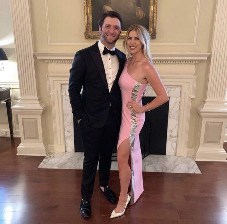 Jon Rahm y Kelley Cahill, durante la cena de gala del Ben Hogan Award.
