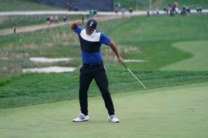 Brooks Koepka celebra en el green del hoyo 18 su victoria en el PGA Championship. © Golffile | Fran Caffrey