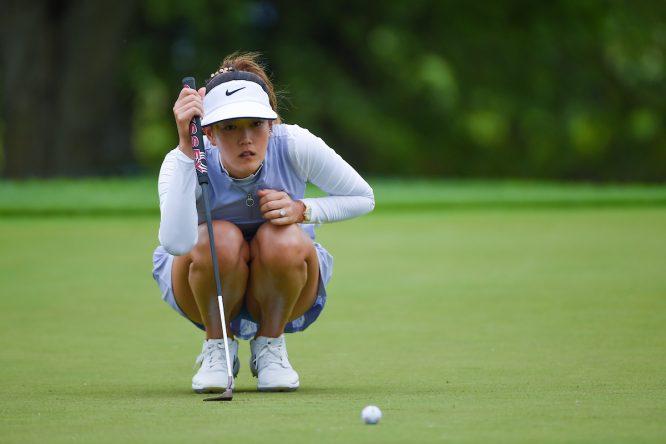 Michelle Wie estudia un putt durante la segunda ronda en el KPMG Women's PGA Championship. (© Golffile | Ken Murray)