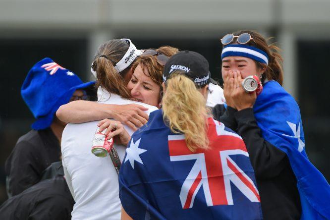 Karrie Webb abraza a Hannah Green, ganadora del KPMG Women's PGA Championship. © Golffile   Ken Murray