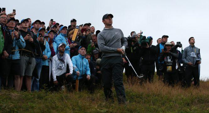 Rory McIlroy en el hoyo 17 durante la segunda jornada del Open Championship. © Golffile | David Lloyd