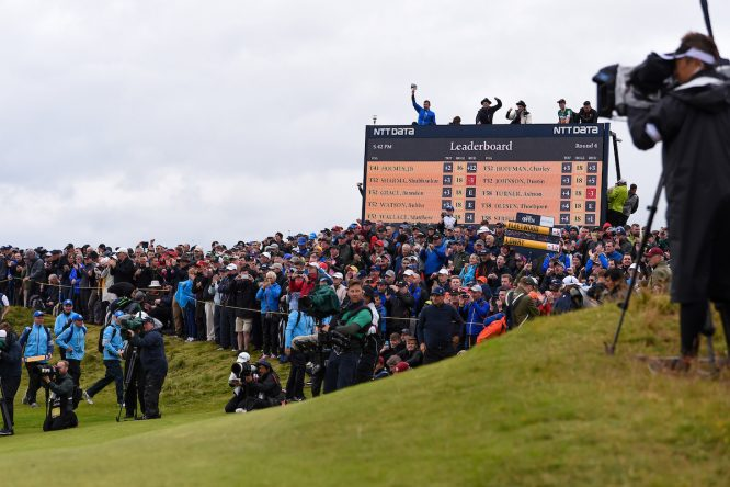 Aficionados en Royal Portrush © Golffile | Ken Murray