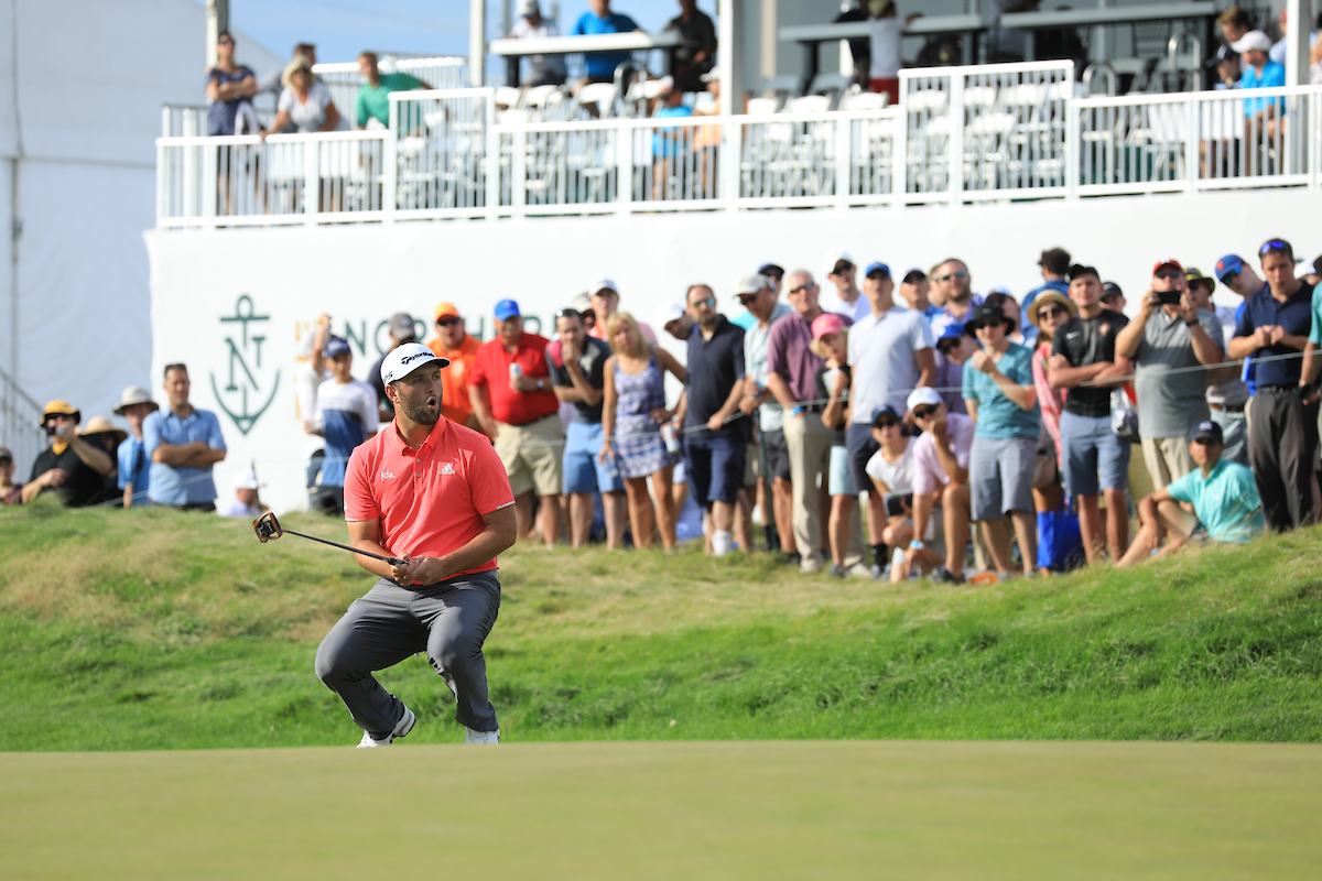 Jon Rahm durante la jornada final en Liberty National Golf Club. © Golffile | Phil Inglis
