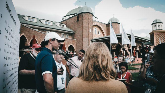 Rory McIlroy, atendiendo a los medios en el BMW Championship