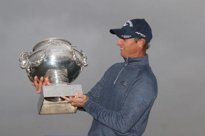 Colsaerts, con el trofeo del Open de Francia © Golffile | Thos Caffrey