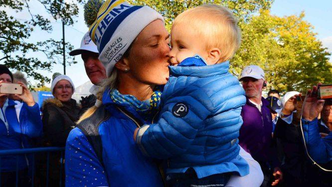 Suzann Pettersen, con su hijo © Tristan Jones