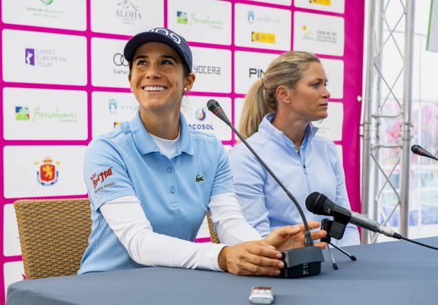 Azahara Muñoz y Suzzan Pettersen en la rueda de prensa hoy en Aloha Golf.