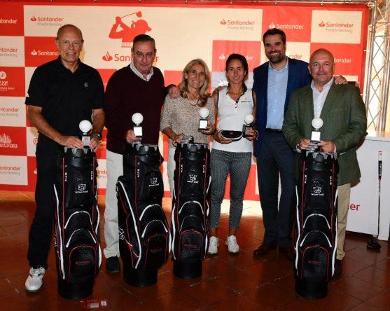 Piti Martínez Bernal y su equipo, ganadores del PROAM del Santander Golf Tour en el Real Club Sevilla Golf.