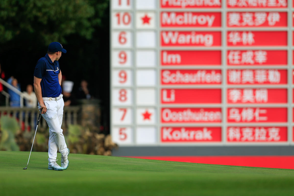 Matthew Fitzpatrick en el hoyo 18 durante la tercera ronda en el Sheshan International Golf Club. © Golffile | Fran Caffrey