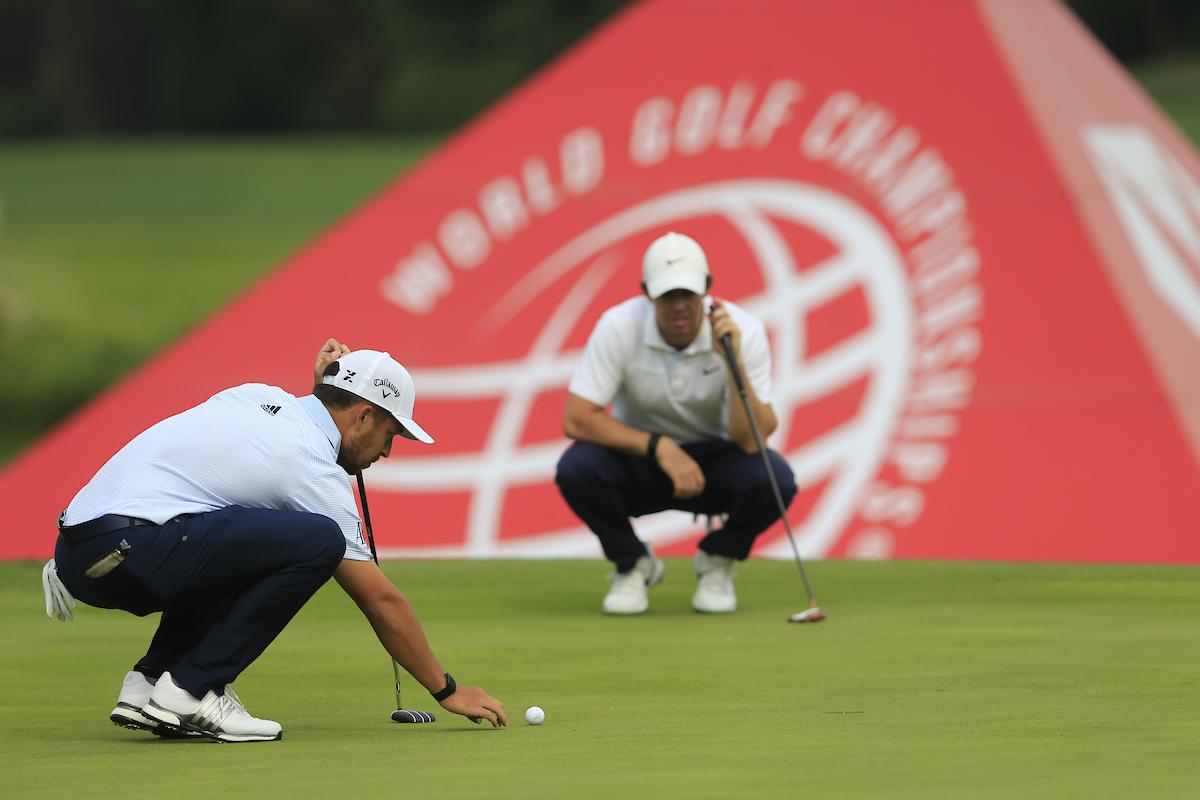 Xander Schauffele y Rory McIlroy en la jornada final en el Sheshan International Golf Club. © Golffile | Fran Caffrey