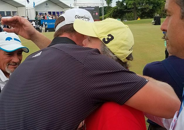 Matthews, abrazando al aficionado © PGA Tour Latinoamérica