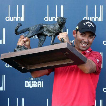 Pablo Larrazábal posa con el trofeo de ganador del Alfred Dunhill Championship. © European Tour