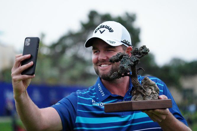 Marc Leishman, con el trofeo del Farmers © Golffile | Phil Inglis