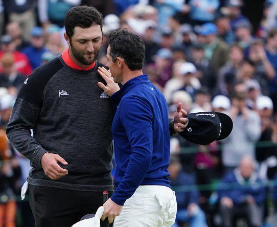 Jon Rahm y Rory McIlroy, saludándose © Golffile | Phil Inglis