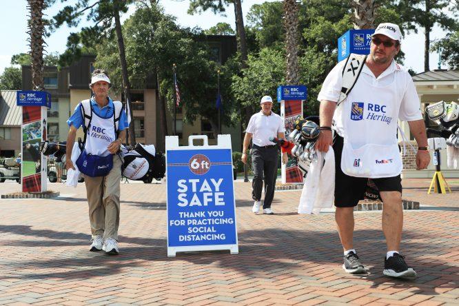 Carteles de prevención en el RBC Heritage © Getty Images / PGA Tour