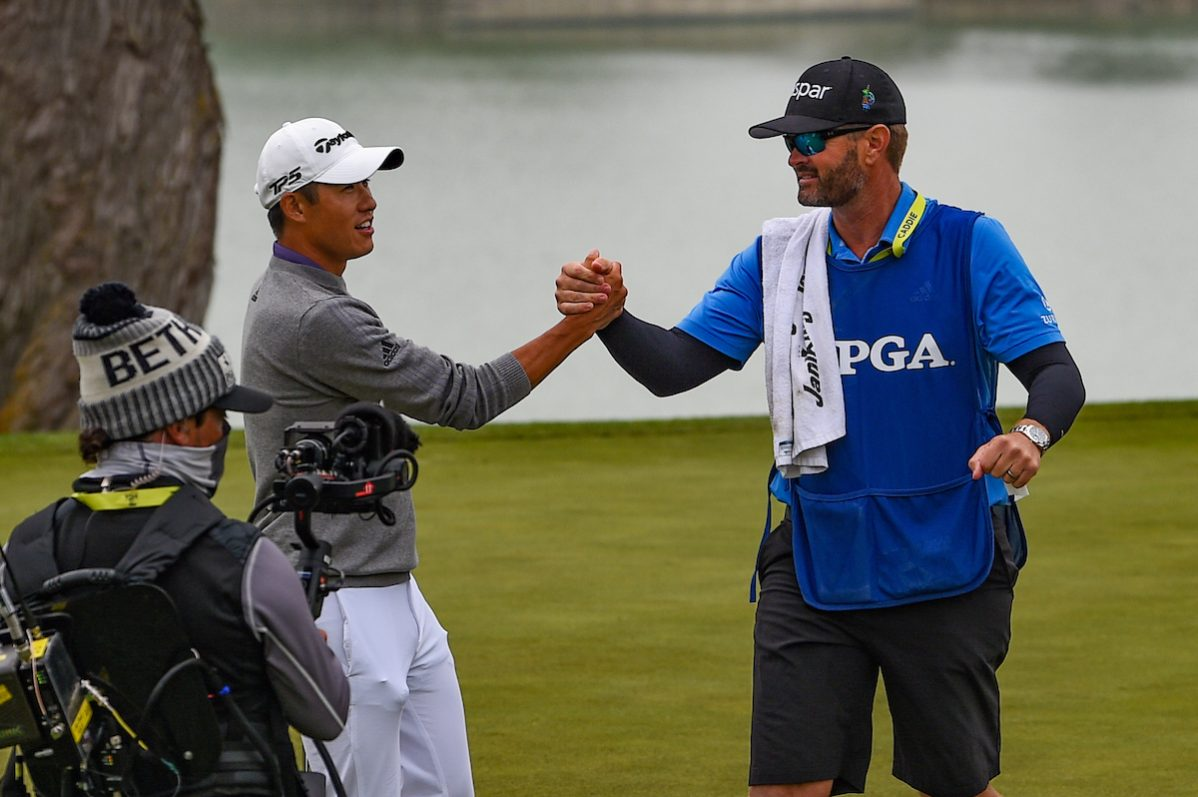 Collin Morikawa y su caddie tras ganar el PGA Championship 2020. © Golffile | Ken Murray