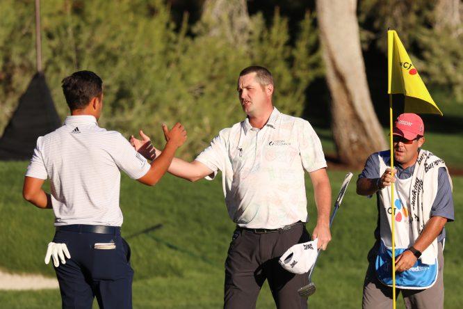 Kokrak, felicitado por Schauffele © PGA Tour / Getty Images