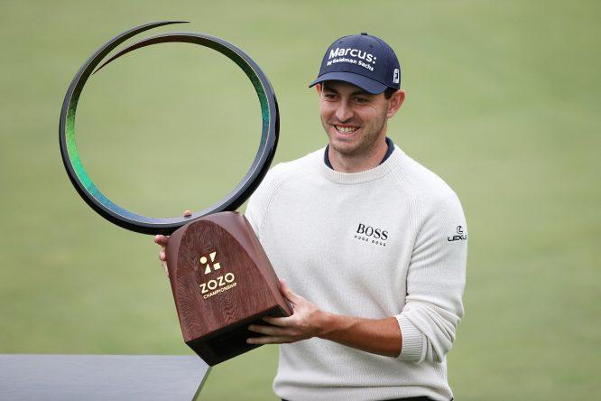Patrick Cantlay posa con el trofeo de campeón del ZOZO Championship 2020. © PGA Tour
